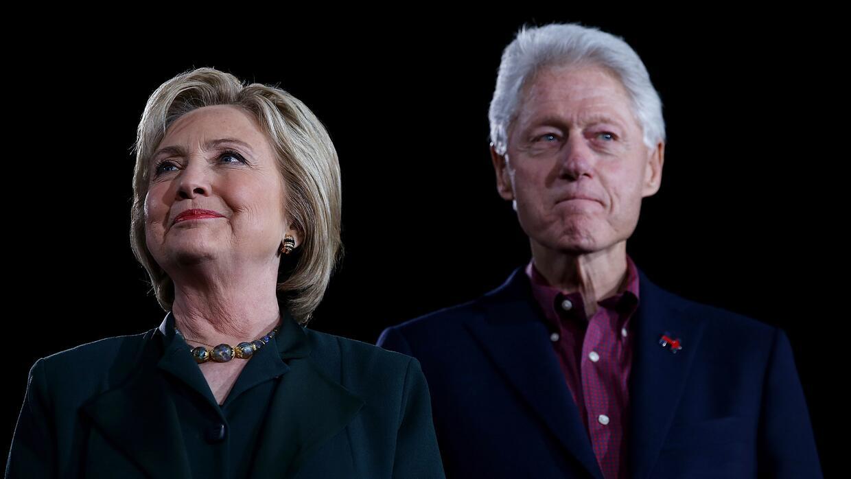 Clinton soportó durante años los escándalos por infidelidades de su marido