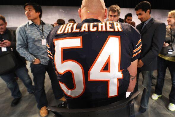Urlacher de los Bears nos mostró su jersey.