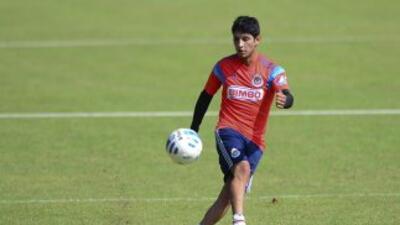 Angel Reyna entrenó normalemente con Chivas en el segundo día de prácticas.