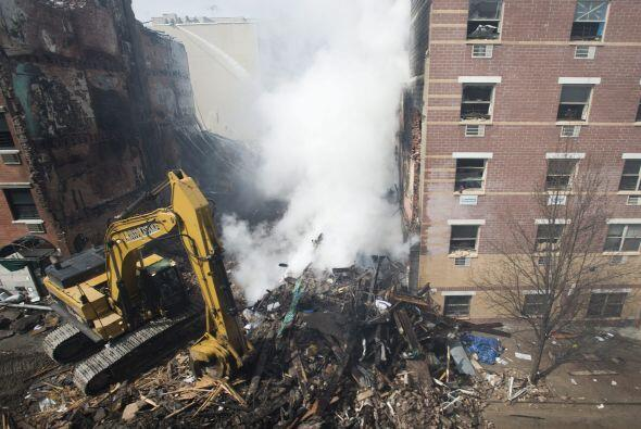 Debido a la fuerza de la explosión, la limpieza y retiro de los escombro...