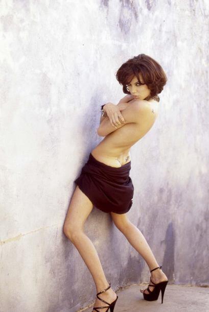 Nuevas e inéditas fotografías Angelina Jolie en topless han salido a la...