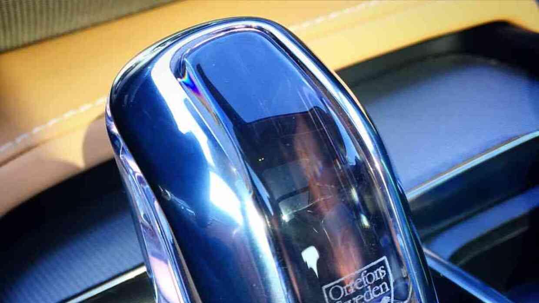 Selector de cambios en la Volvo XC90 T8 en cristal de Orrefors