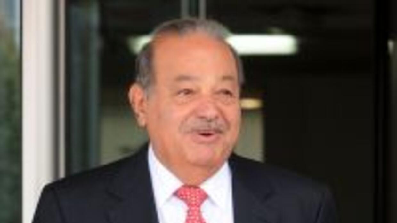 Carlos Slim, dueño de América Móvil, se comprometió a reducir las tarifa...