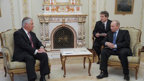 Tillerson con Putin a las afueras de Moscú en 2012.