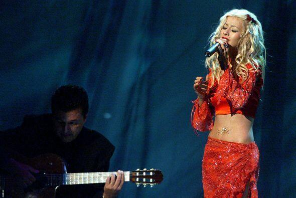 Christina Aguilera sorprendió con su tremenda voz en español cantando 'C...