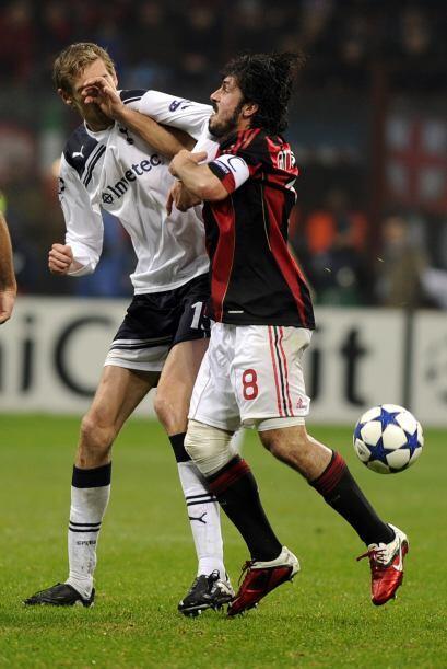 Los jugadores se empujaron y Gattuso, sin temor a ser expulsado, le pegó...