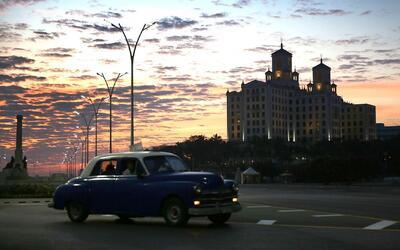 Donald Trump hará cambios en la política hacia Cuba, según un alto funci...