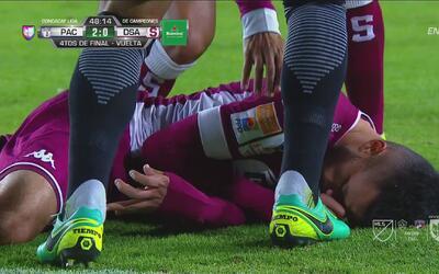 Dramático: Anderson Leite, del Saprissa, convulsionó en pleno juego