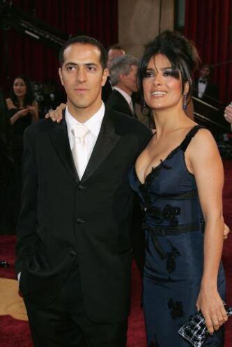 Sami y Salma Hayek. Si la misma Salma no lo estuviera abrazando, jamás p...