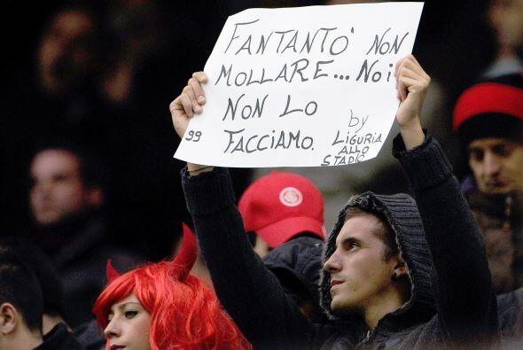 O esos mismos fanáticos que dejan en claro que están con Antonio Cassano...