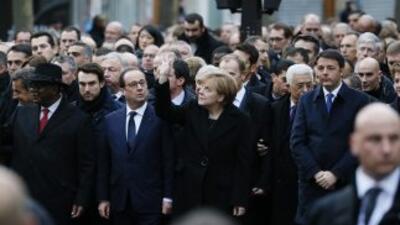 El presidente francés, François Hollande, estuvo acompañado este domingo...