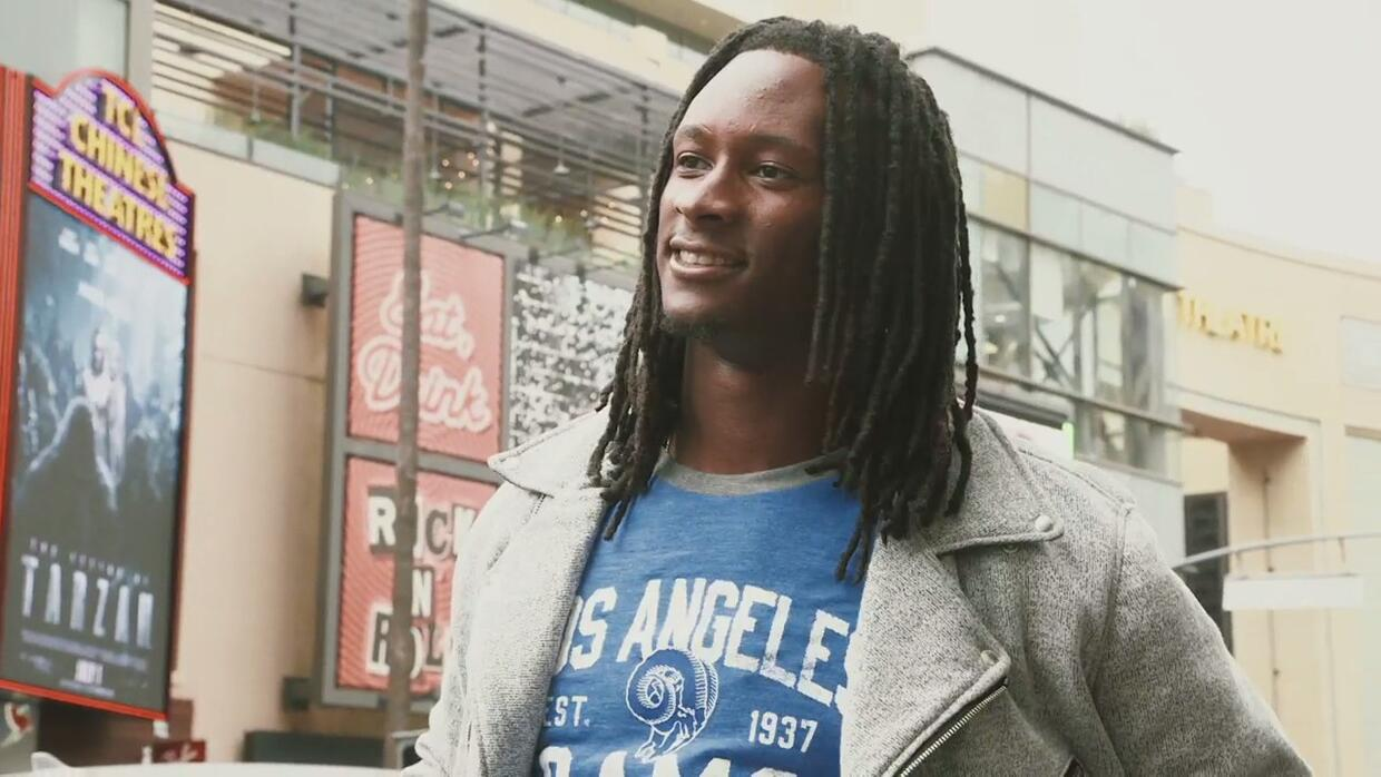 Todd Gurley y su nuevo look 'Fashion' con los Rams en Hollywood