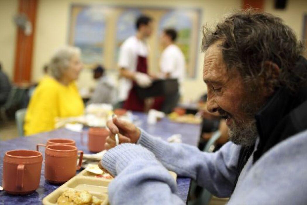 La diferencia de ingresos entre los estadounidenses más pobres y más ric...