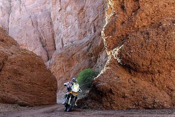 Cyril Despres se mantiene como líder en la categoría de motos, aunque ca...