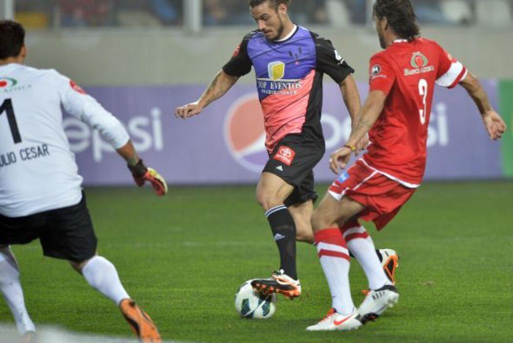 Pablo Osvaldo camino al gol.