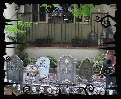 Los zombies invaden el barrioEstas tumbas de espuma de polietileno son u...