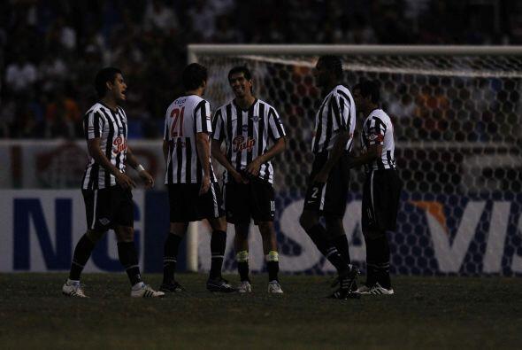 Sin embargo la cosa empezó a oscuras para los dos equipos, un corte de l...
