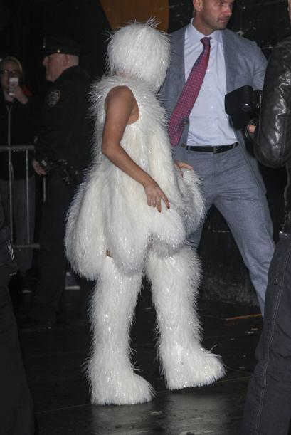 Nada más que Lady Gaga como oso polar. Mira aquí más videos de Chismes.