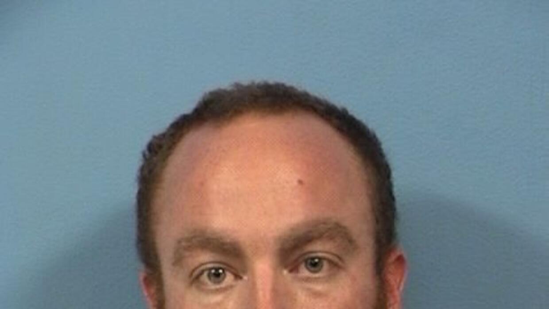 Kurtis Worley de 33 años también acuchilló a uno de los hijos de la mujer.