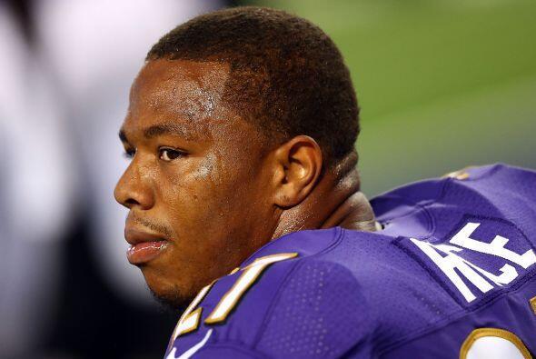 La suspensión del jugador de la NFL, Ray Rice, por violencia doméstica l...