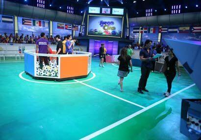 Los equipos se preparan para el concurso esperando la indicación de entr...