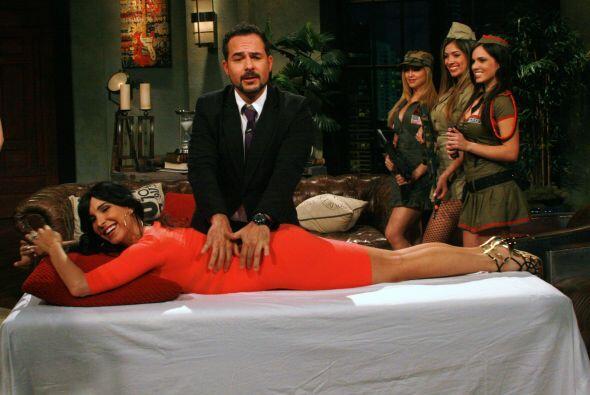 La modelo respondió correctamente y se ganó un masaje de Carlos, aunque...