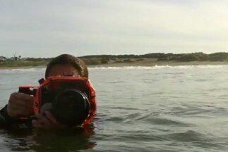 ¿Alguna vez te has preguntado quién toma las fotos de surfistas de grand...