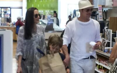 Brad Pitt y Angelina Jolie con Knox y Vivienne.