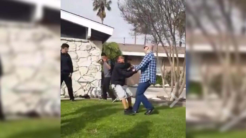 Imágenes del altercado entre un policía fuera de servicio y un menor de...