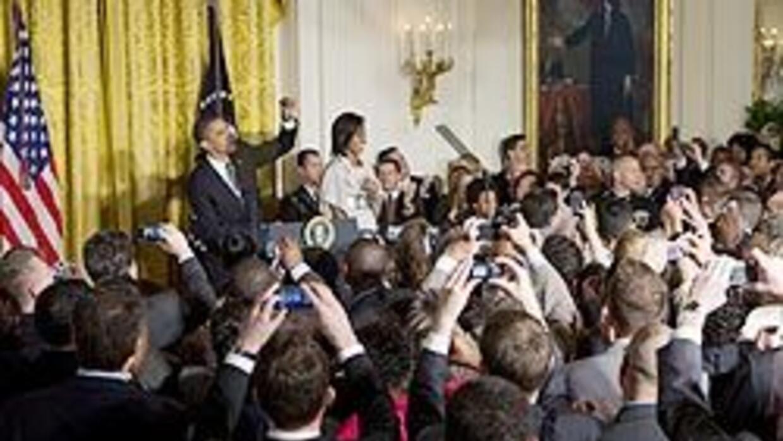 Obama y su esposa recibieron a integrantes de la comunidad gay en la man...