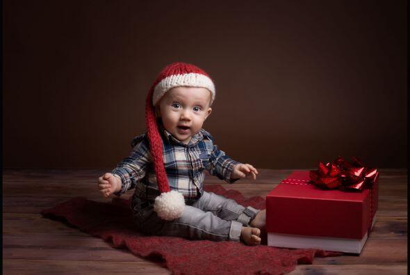 Santa te sonríe... Espera tus regalos esta Navidad.