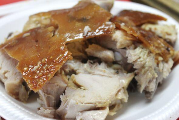 El lechón es uno de los personajes principales en la comida típica de Pu...