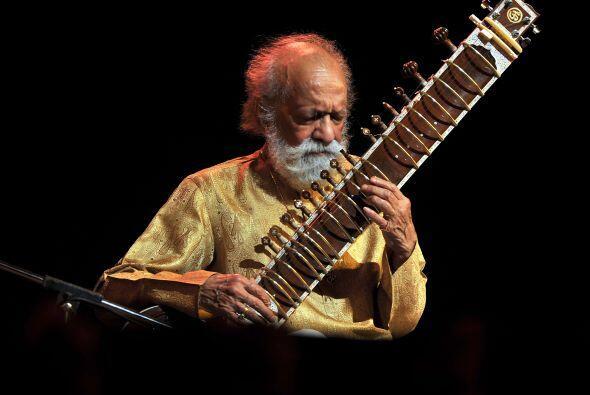 11 de diciembre. Ravi Shankar, 92 años de edad. Virtuoso de la sitar que...