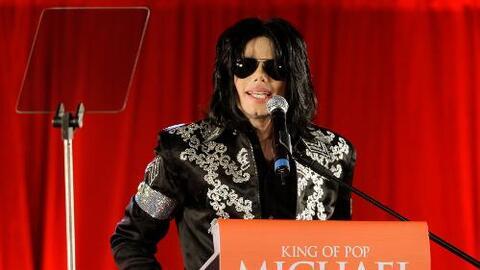 En esta imagen de archivo, tomada el 5 de marzo de 2009, el cantante est...