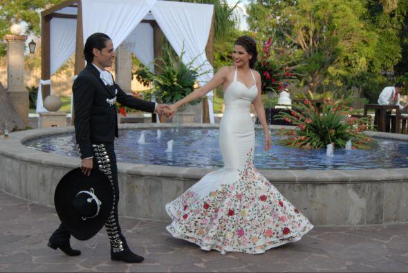 Ana y Luis dando sus primeros pasos como esposos.