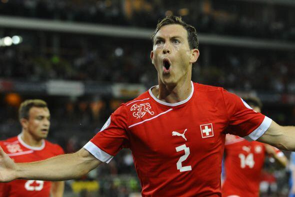 Lichtsteiner ya cuanta con 60 partidos como internacional con Suiza y pe...