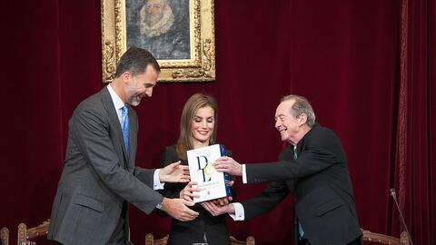 El rey Felipe y la reina Letizia reciben la edición 23 del diccio...