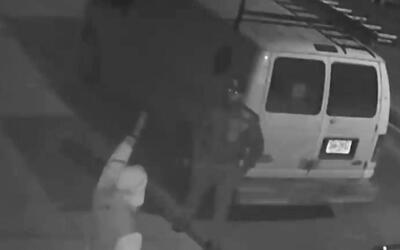 Buscan a dos sospechosos de robar y amenazar a sus víctimas con un cuchi...