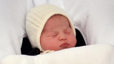 El mundo conoció a la nueva princesita de la realeza el 2 de mayo. Sí, l...
