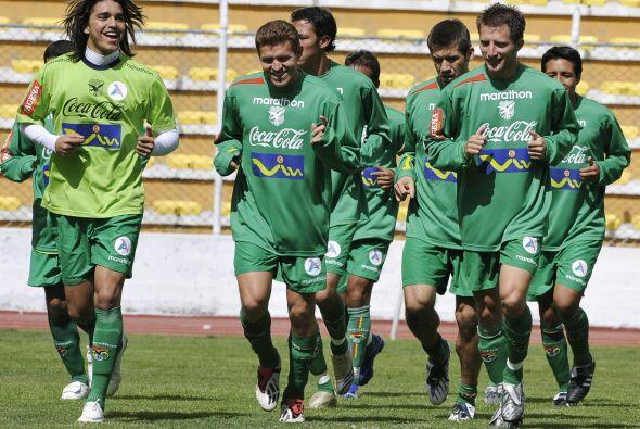 Bolivia vive una fuerte crisis en el fútbol, Quinteros es su nuevo DT e...