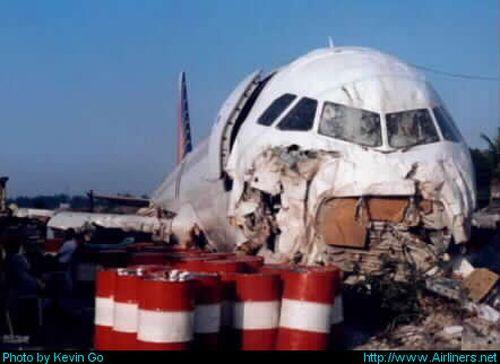 38- En siniestros con vuelos de PAL, Líneas Aéreas de Filipinas, se han...