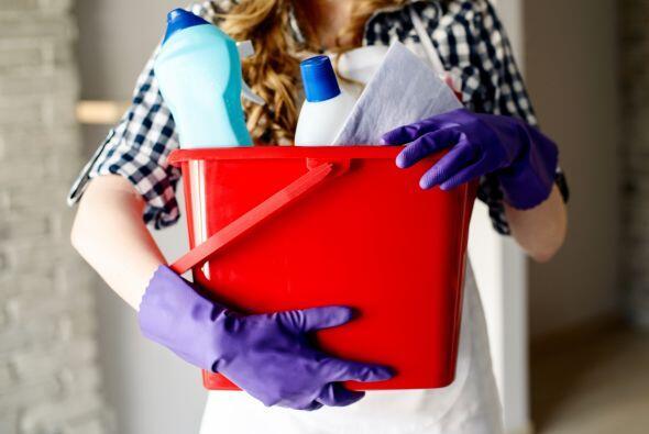 Lee las etiquetas al comprar limpiadores, para checar cuán seguros y 'ec...