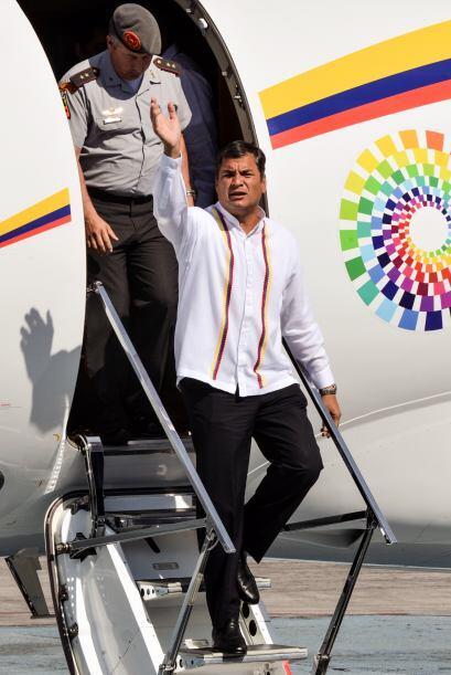 Correa se unió así físicamente este lunes a la ola de solidaridad de var...