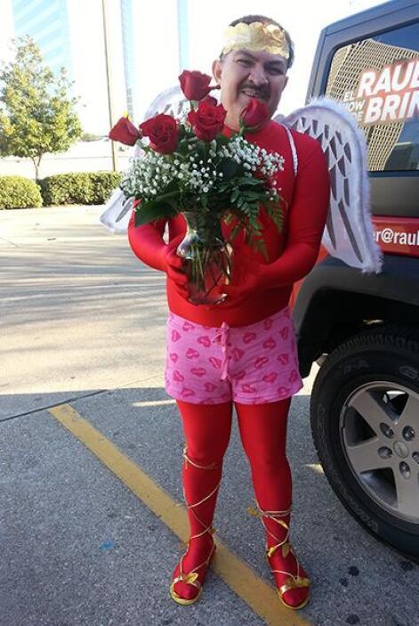 ¡Caraturky salió a las calles este San Valentín para tirar algunos flech...