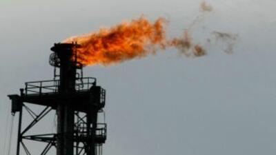 Una refinería de Galveston, Texas, a lo largo de la costa texana del Gol...
