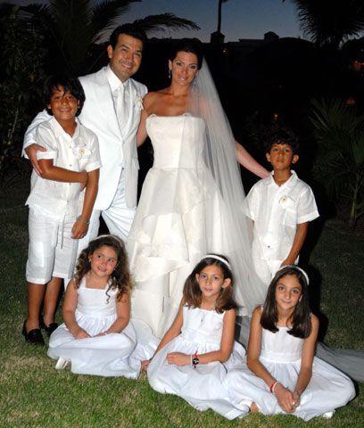 Todos los niñosA la hora de las fotos, los nuevos esposos posaron con to...