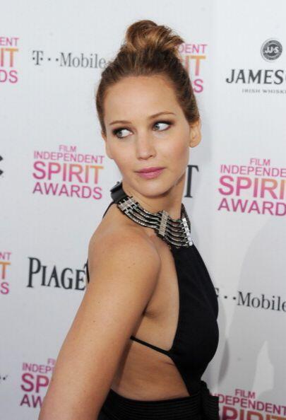 Jennifer Lawrence lució igualmente femenina sin necesidad de enseñar tan...
