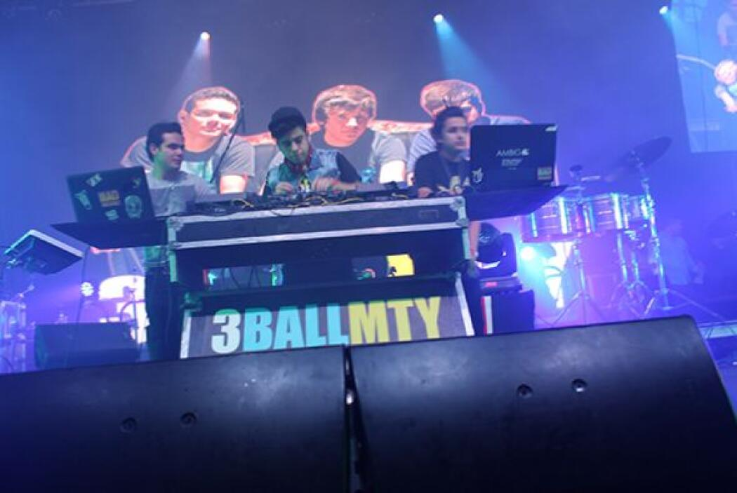 ¡Es que llegaría la agrupación de 3Ball MTY! Escucha El Show de Raúl Bri...