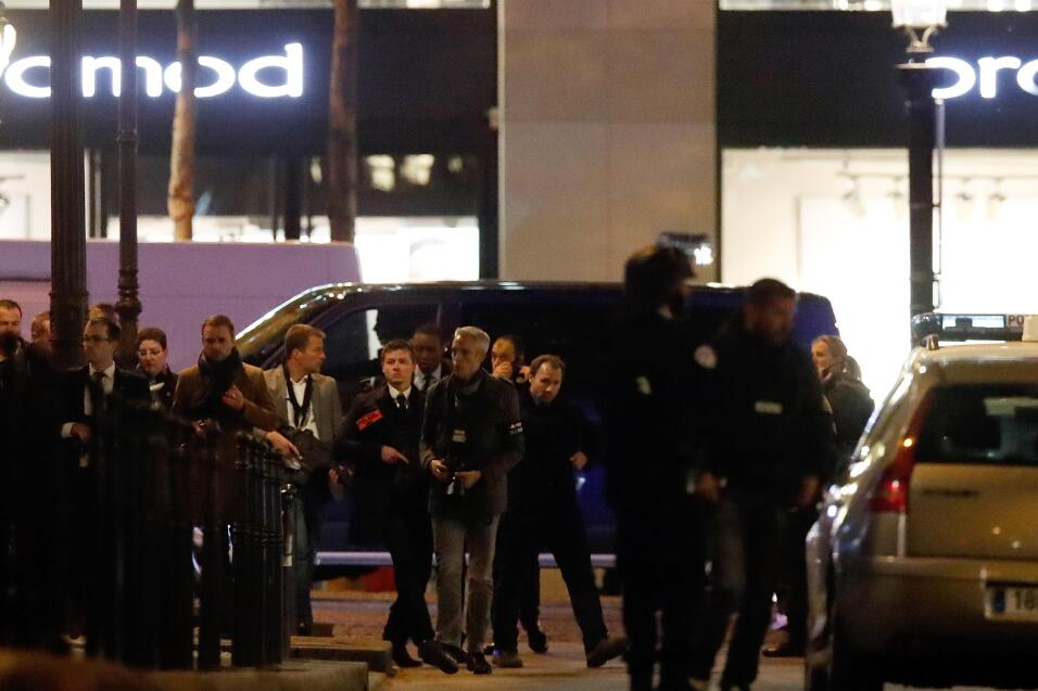 El hombre que mató a un oficial en París era un convicto que ya había at...