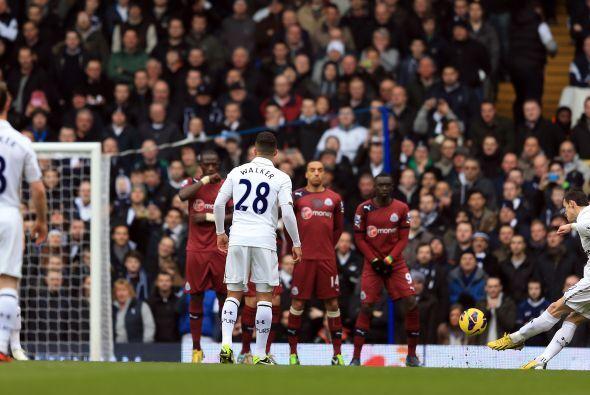A los 4 minutos de partido Bale adelantó a los 'Spurs' con este tiro libre.